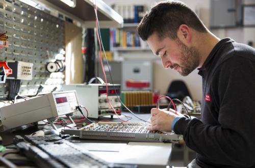 In-circuit versus functional testing